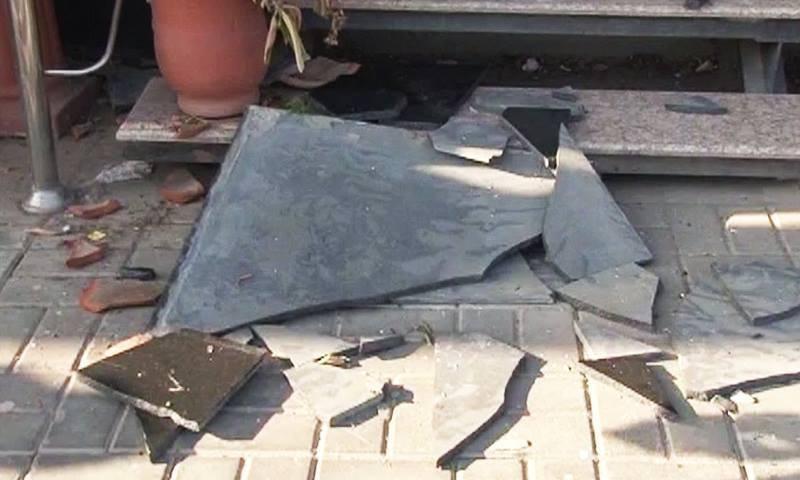 زلزلے سے متاثر ہونے والی اسلام آباد کی ایک عمارت—۔ڈان نیوز اسکرین گریب