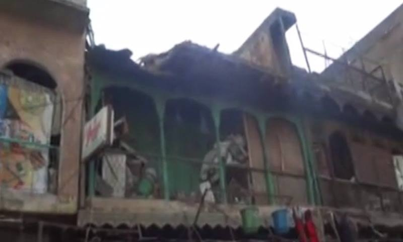 کوہاٹ میں زلزلے سے متاثرہ ایک گھر کا ایک منظر—۔ڈان نیوز اسکرین گریب