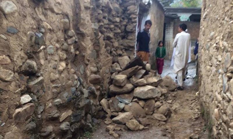 سوات میں زلزلے سے آنے والی تباہی کا ایک منظر—۔ڈان نیوز اسکرین گریب