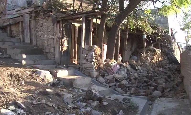 دیر میں زلزلے سے آنے والی تباہی کا منظر — ڈان نیوز اسکرین گریب