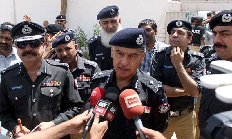 Two policemen shot dead during snap checking in Karachi