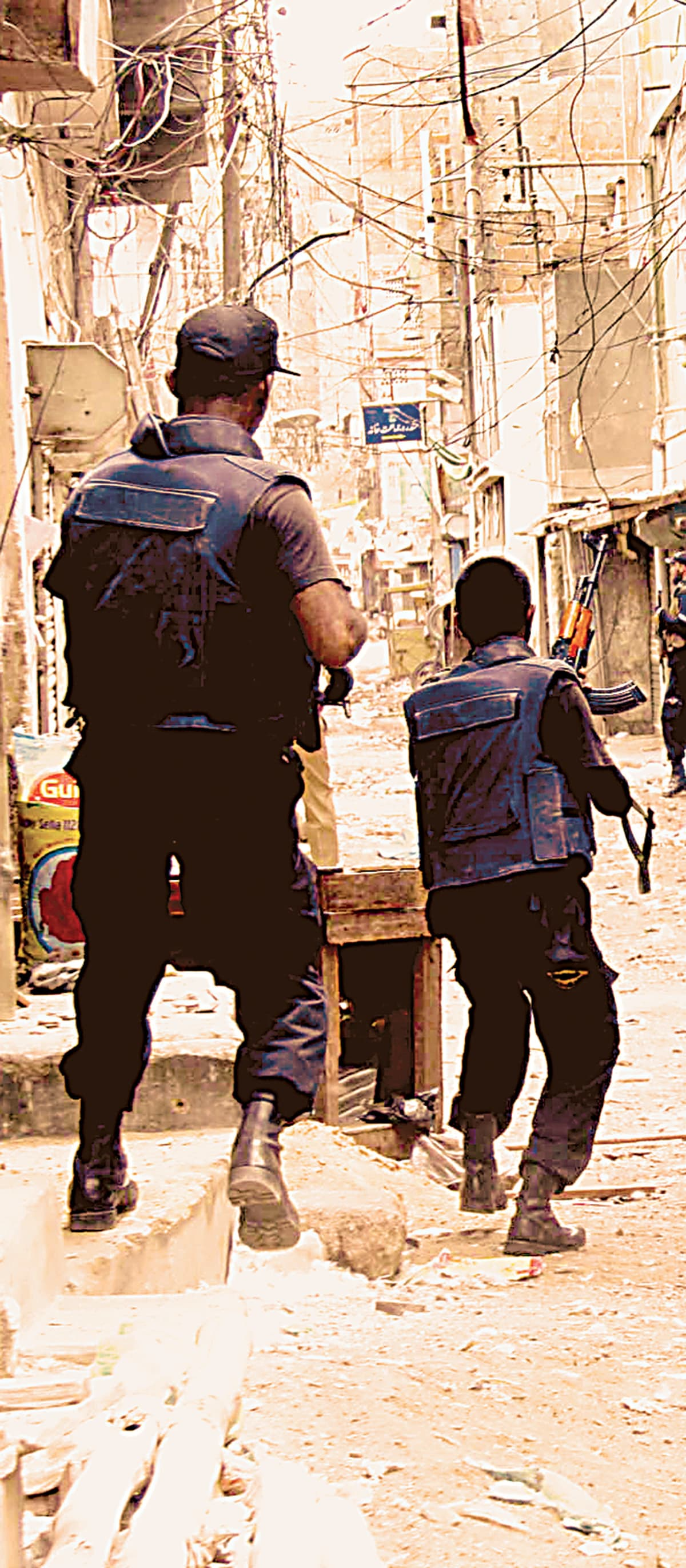 The police prepare for an operation against suspected criminals in Lyari| Mujeebur Rehman, White Star