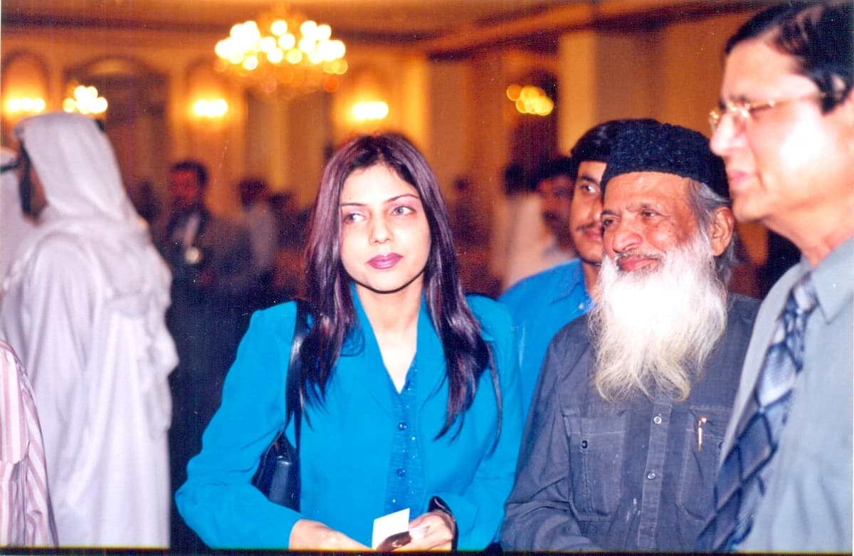 She also occasionally posed with local heroes like Edhi