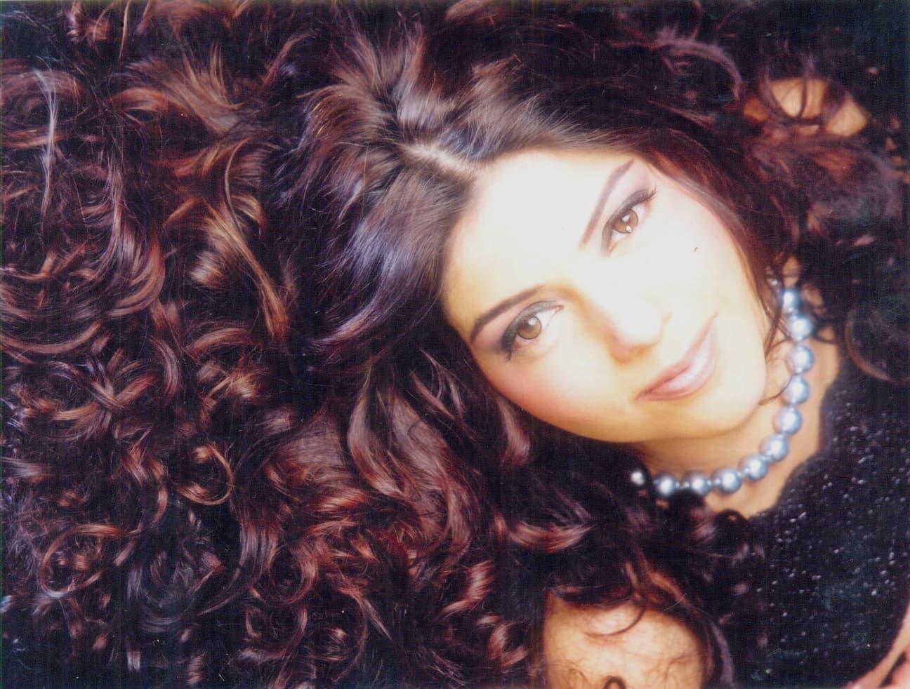 Hadiqa in shampoo model mode
