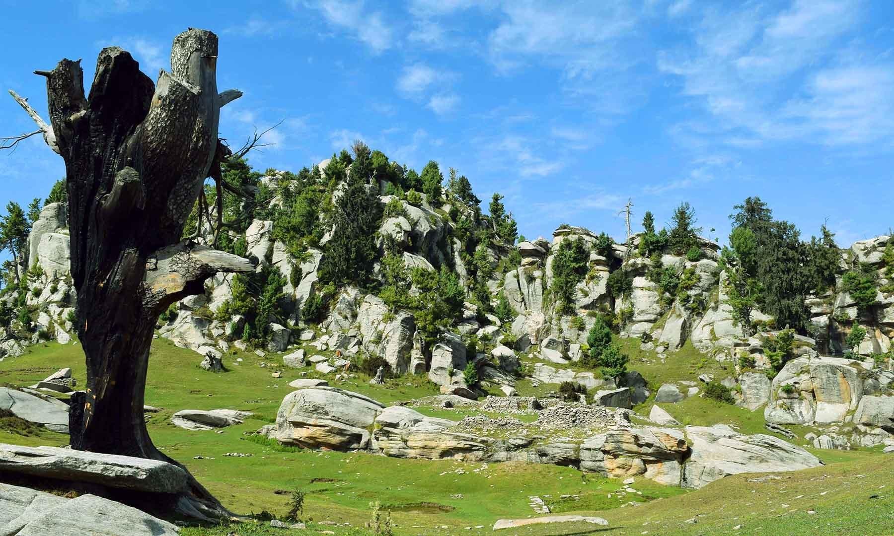 وہ پہاڑ جہاں رام تخت قائم ہے۔