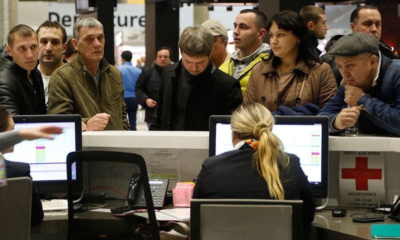 People gather at the airline information desk at of Russian airline Kogalymavia's desk at Pulkovo airport in St.Petersburg─ Reuters