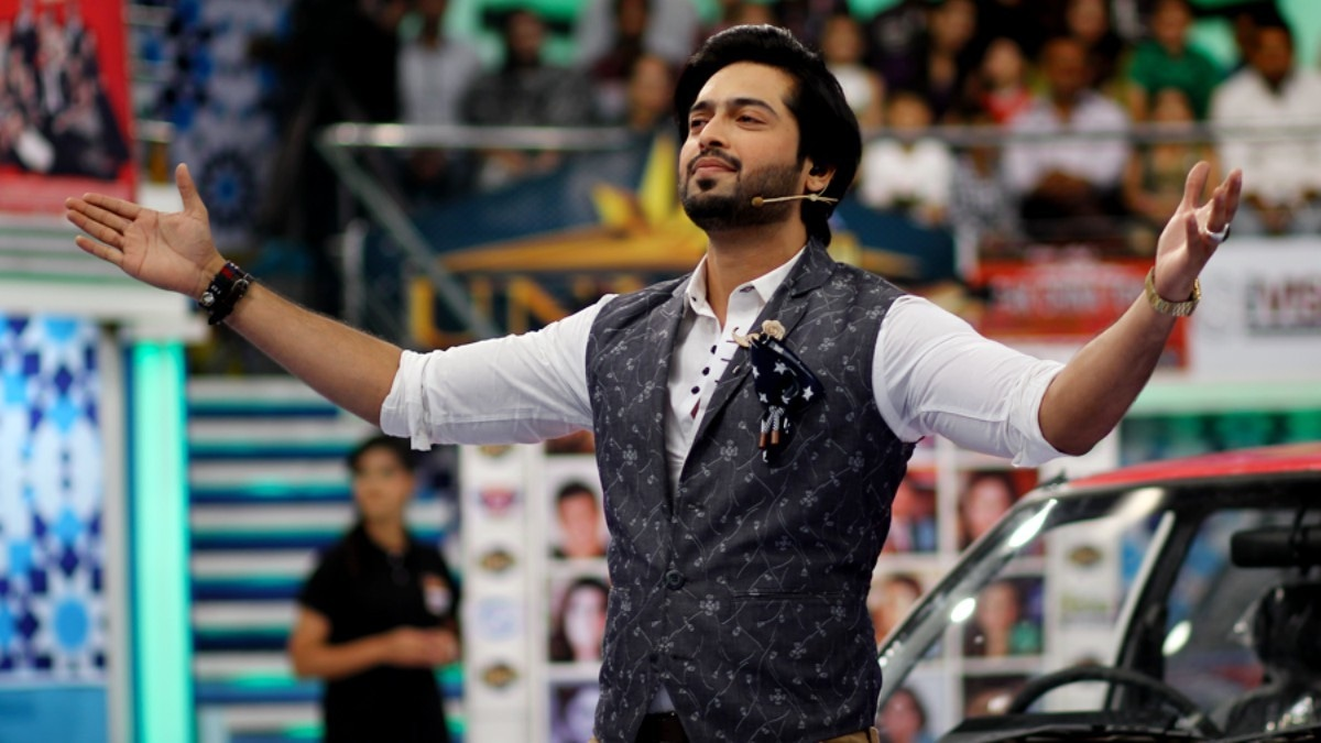 Hosting the biggest game show in the history of Pakistan hasn't gotten to Mustafa's head! —Photo courtesy: Fahad Mustafa Official Facebook page