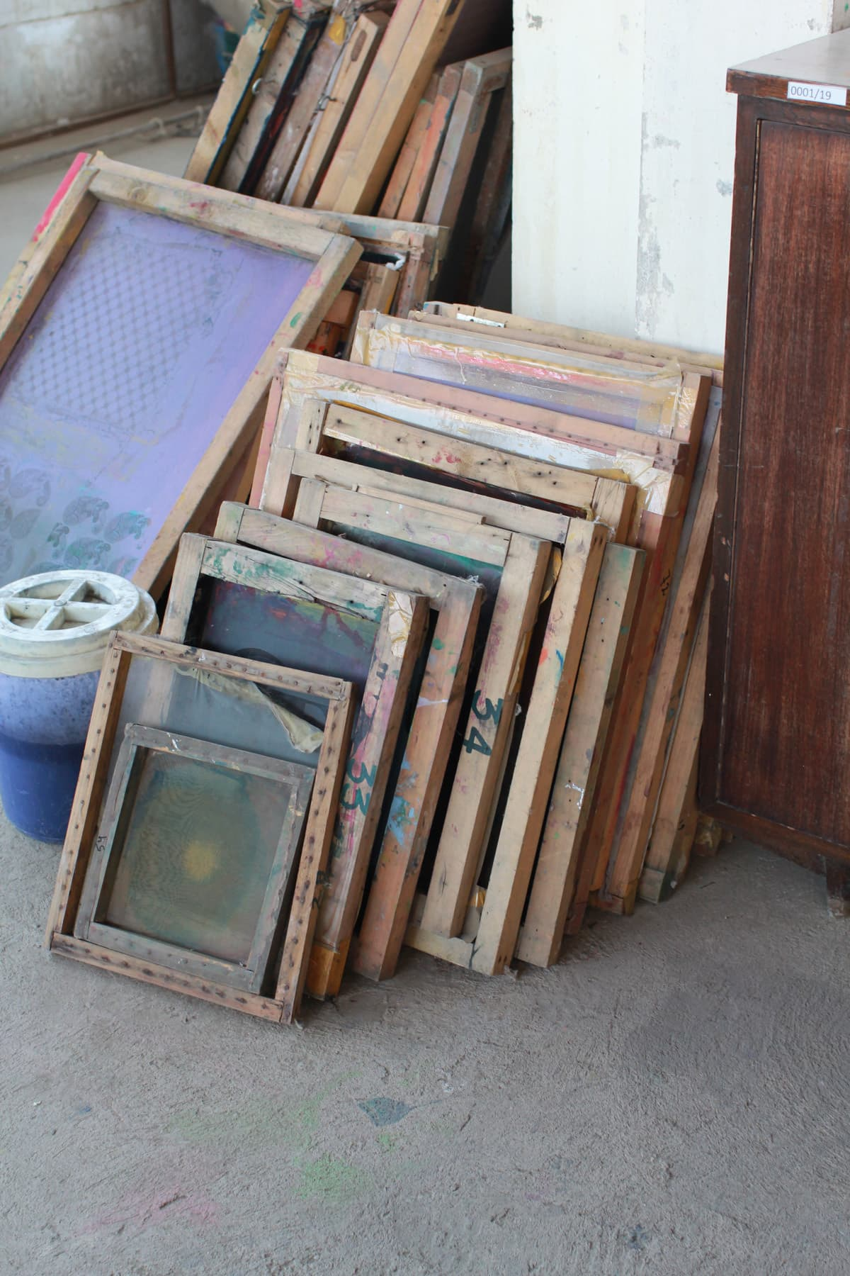 Screens used for changing dyes.