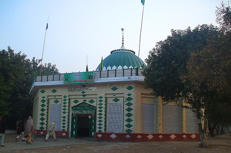 The shrine of Baba Hinjarwal.