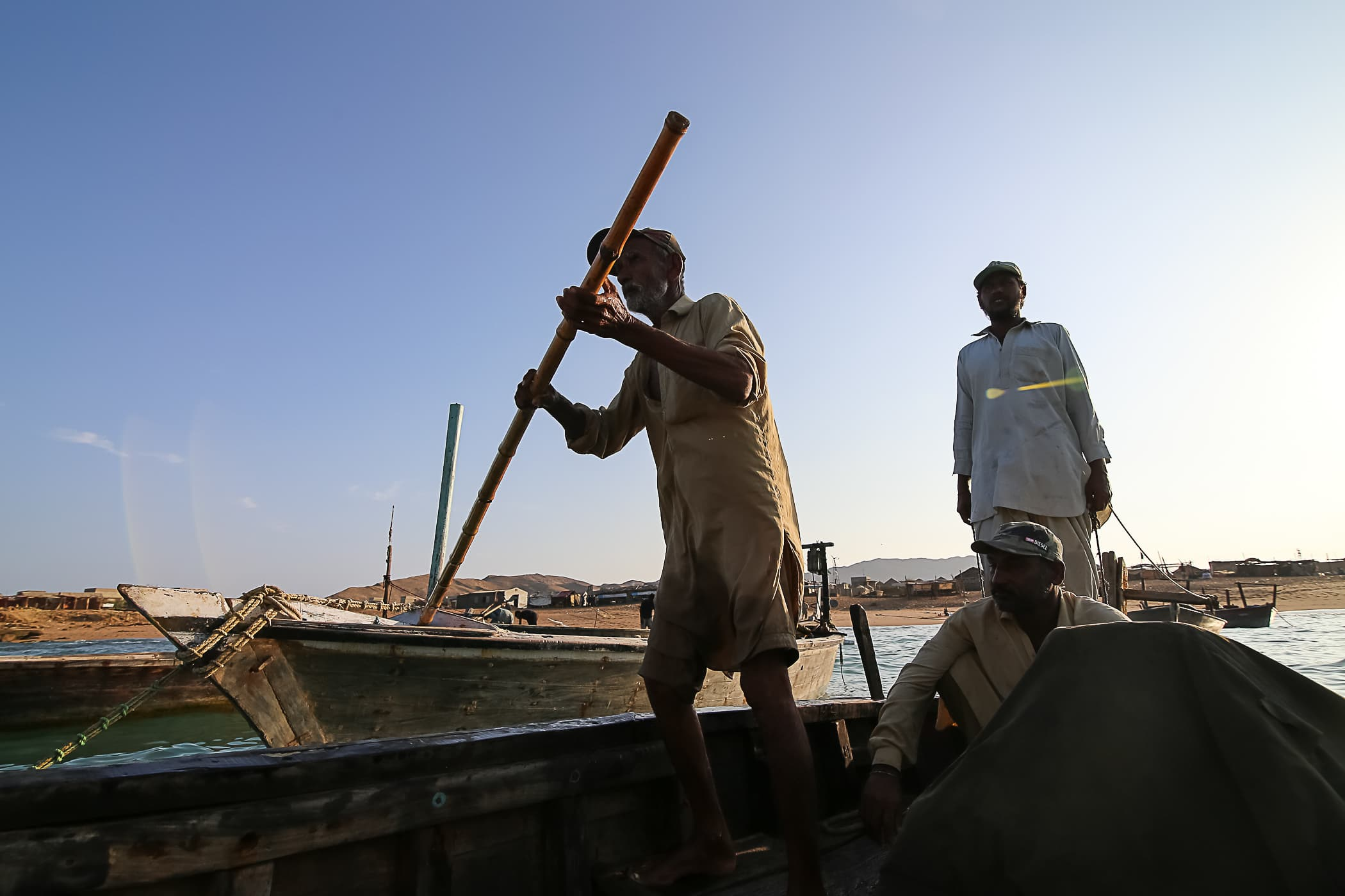 Chaca Majeed transports other fishermen to their boats.