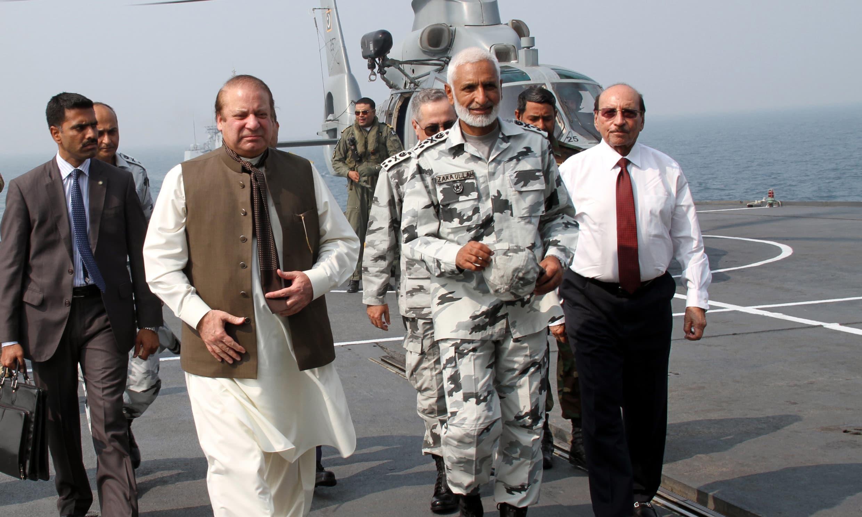 Nawaz Sharif was received by Naval Chief Admiral Muhammad Zakaullah. ─Photo PN