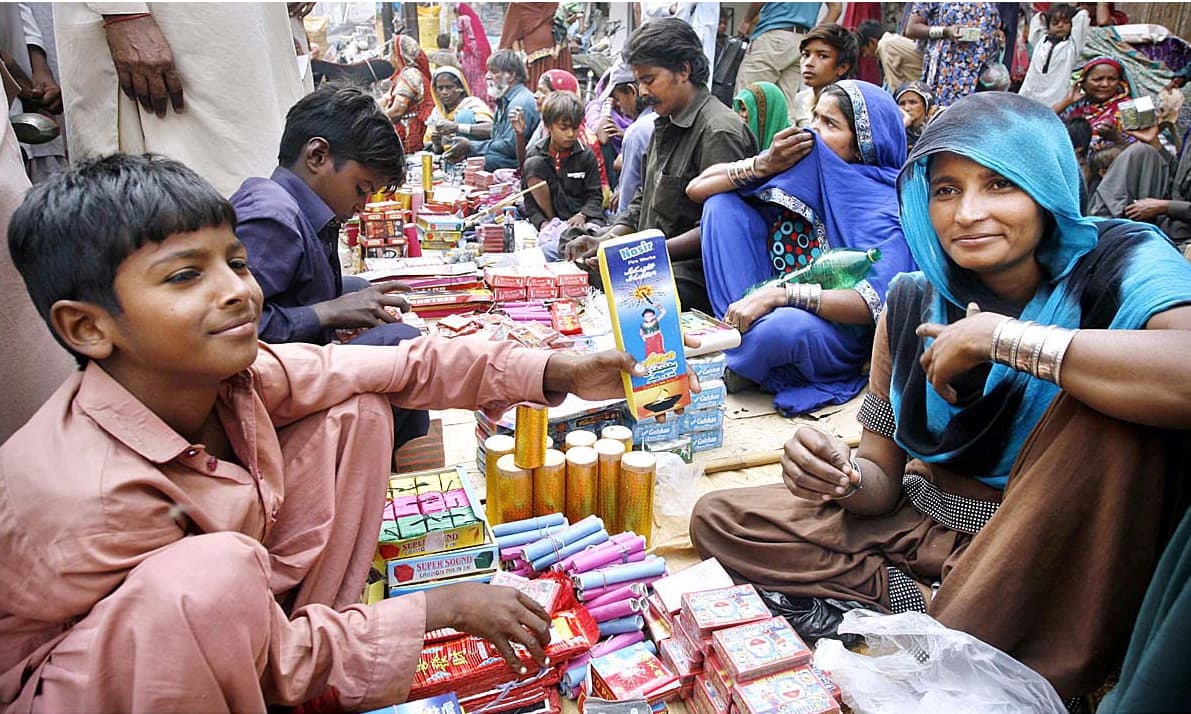 Vendors display fireworks to attract the customers. —APP