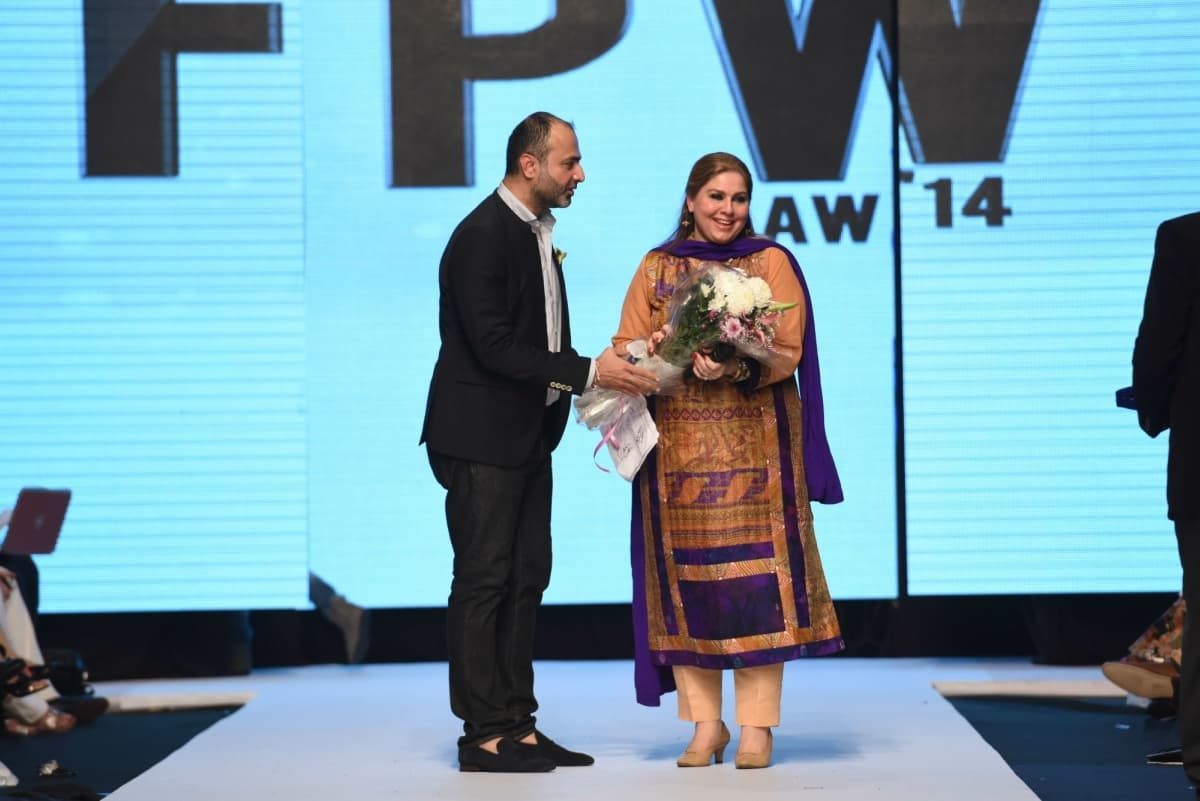 Rabiya Javeri receives a token of appreciation at FPW A/W14