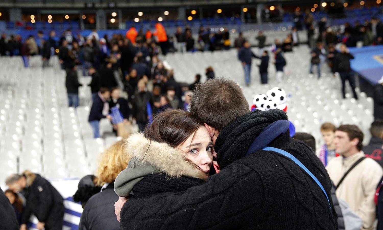 حملوں میں 130 کے قریب افراد ہلاک ہوگئے تھے—فوٹو: اے پی
