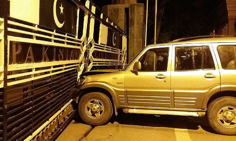 "The crash left the gate at Atari ""badly damaged"" while the Wagah gate was partly damaged. —DawnNews screengrab"