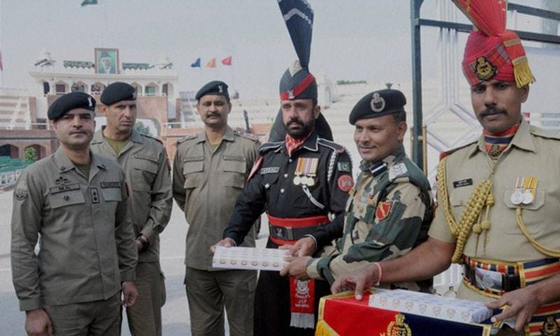 Rangers offer Diwali sweets to Indian BSF