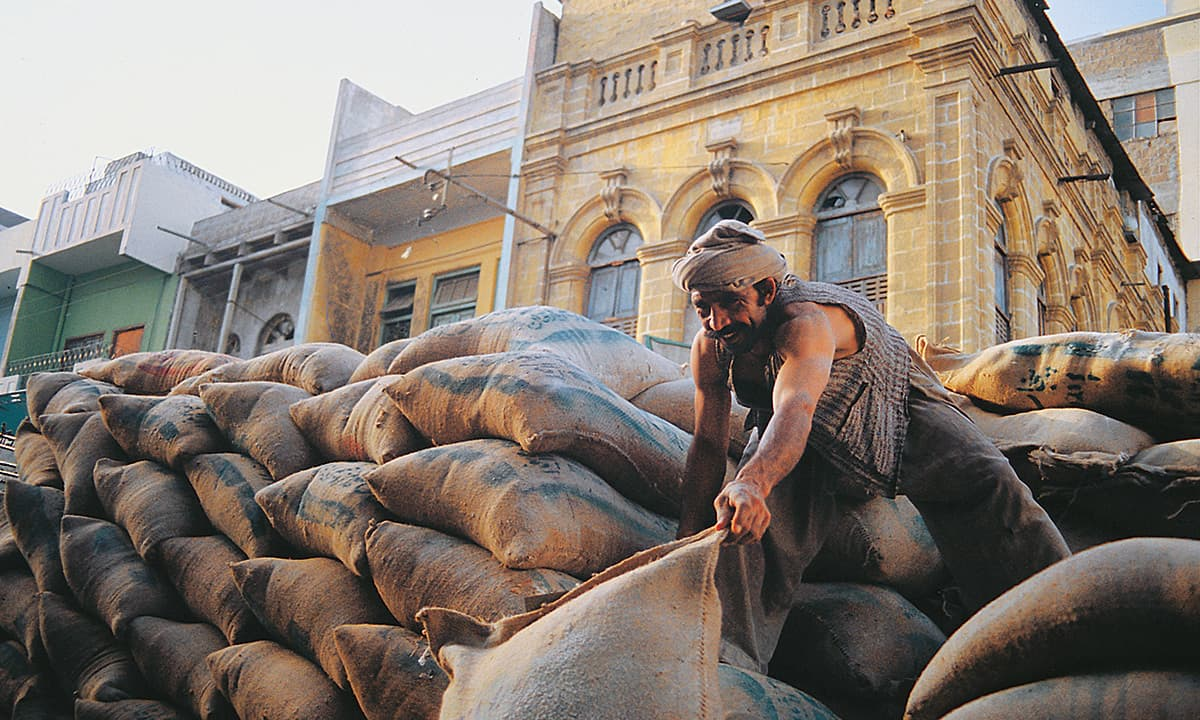 A labourer at work | Arif Mahmood, White Star