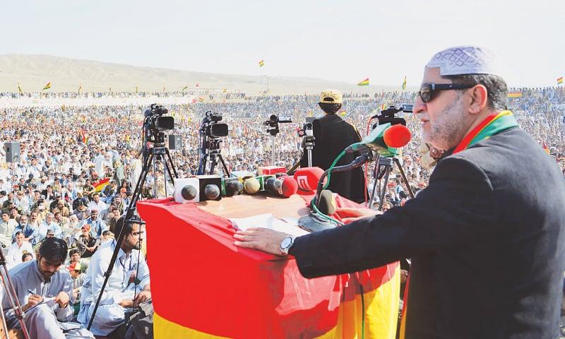 NUSHKI: Balochistan National Party-Mengal chief Sardar Akhtar Jan Mengal addressing a public meeting here on Sunday.—Dawn