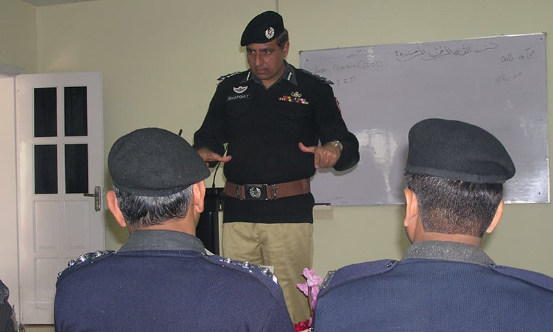Assistant Inspector General (AIG) Shafqat Malik delivering a lecture in PSEH. — Photo by author