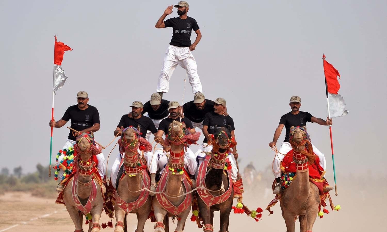 پاکستان ڈیزرٹ دینجرز مارچ میں شاندار کارکردگی کا مظاہرہ کرتے ہوئے — اے ایف پی