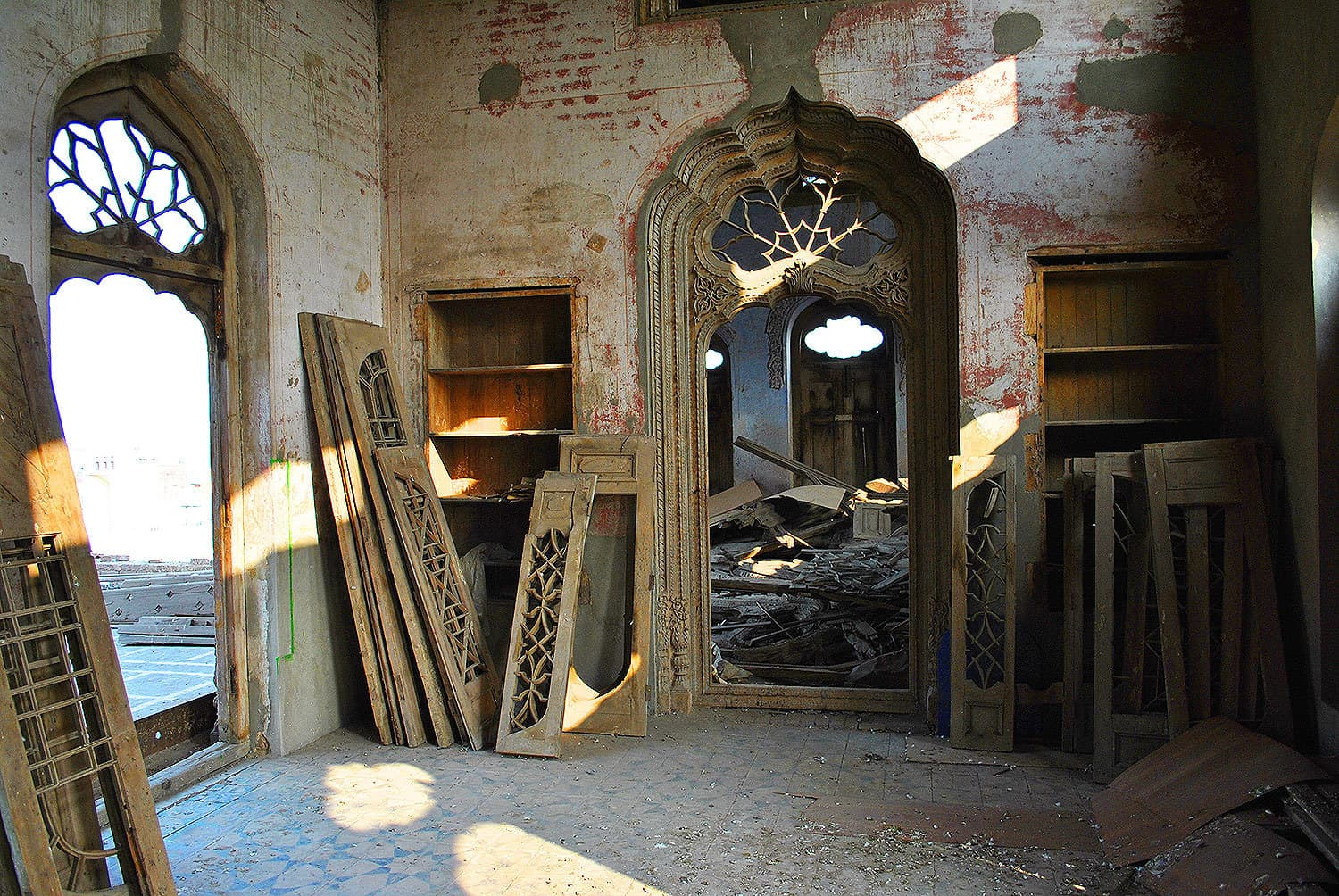 Doors, windows and frescoes were dismantled.