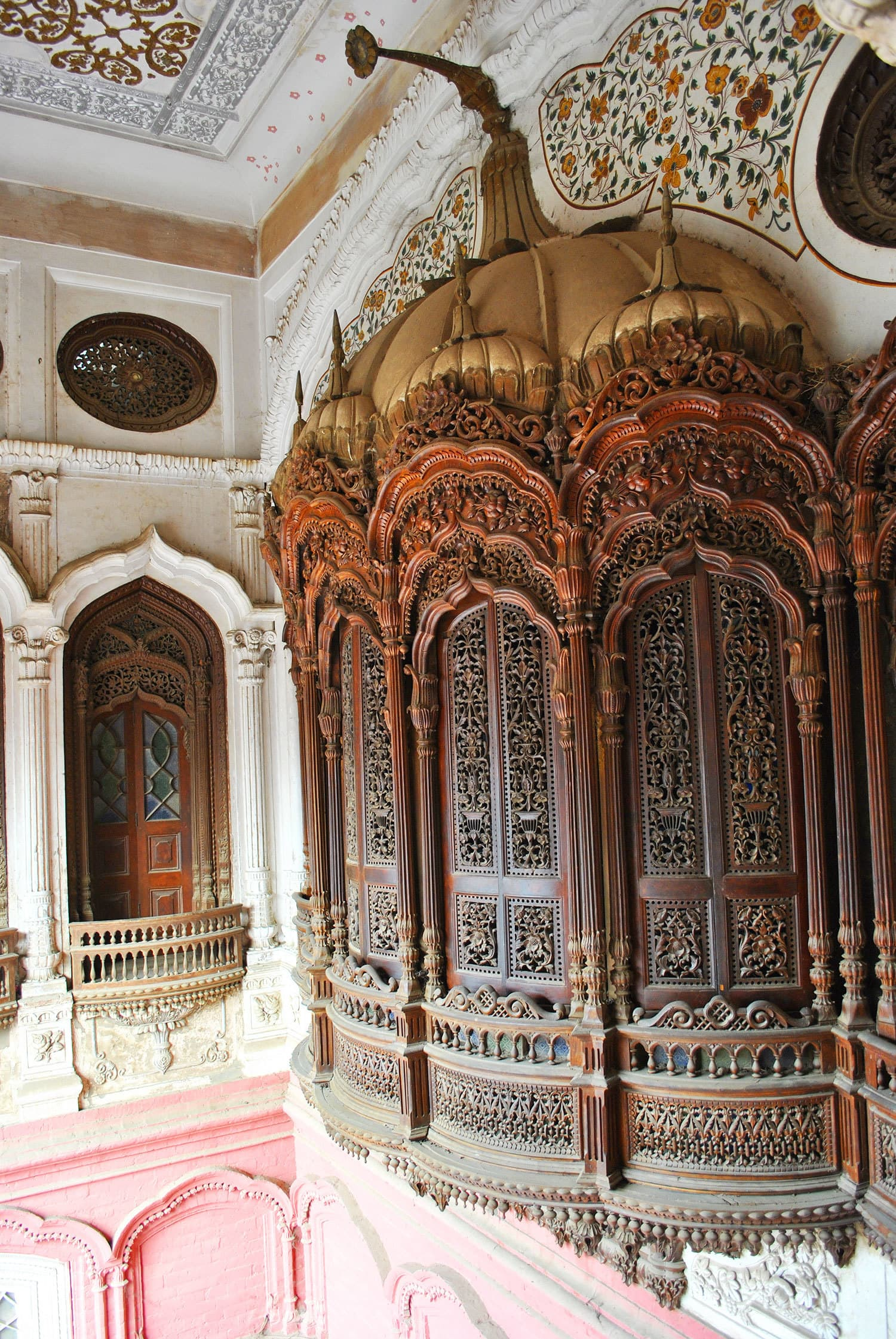 Jharoka with *munabat kari* — a masterpiece of the Pirjahs.