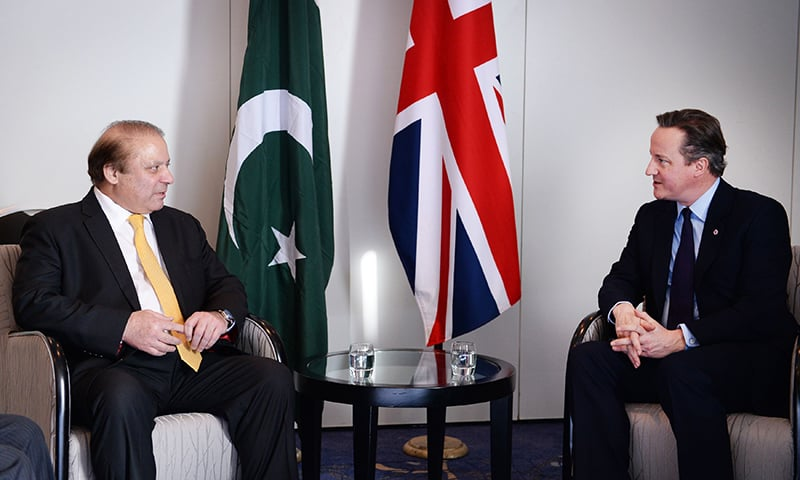 British Prime Minister David Cameron (R) speaks with his Pakistani counterpart, Muhammad Nawaz Sharif, during their meeting at the Commonwealth Heads of Government Meeting (CHOGM) in Valletta, Malta, November 27, 2015.   —Reuters