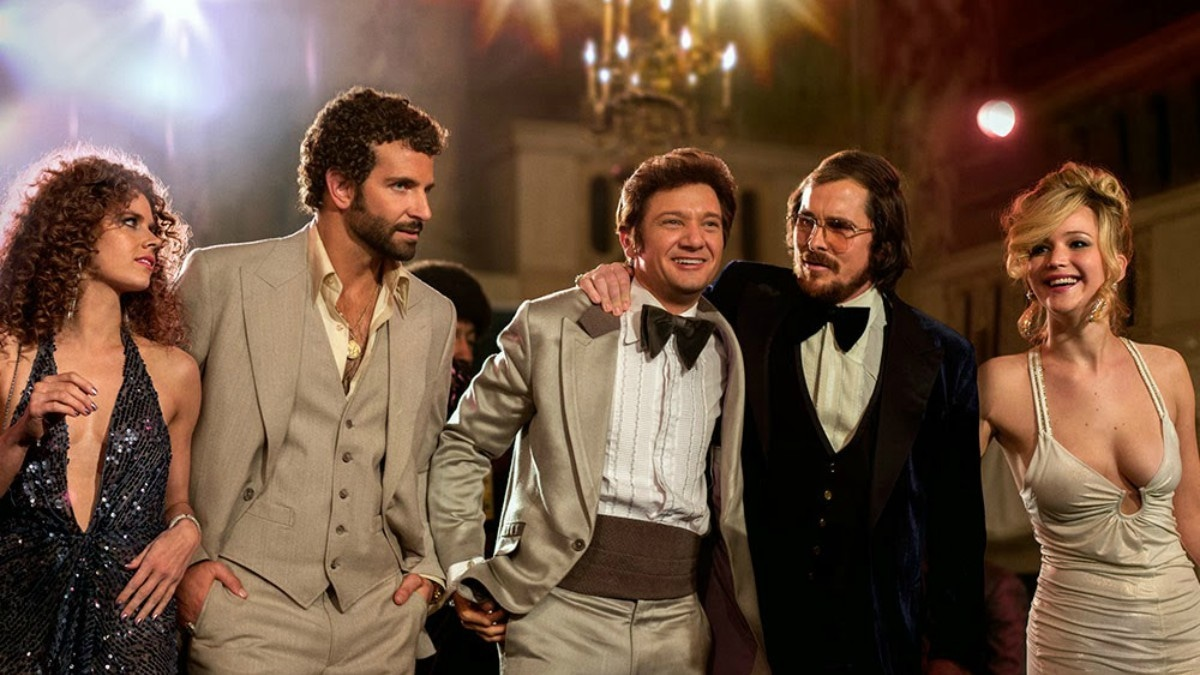 The essay sparked an interesting debate and led to Bradley Cooper (second from left) announcing that he will team up with his female co-stars to negotiate fair salaries in future projects. —Photo courtesy: deadspin.com