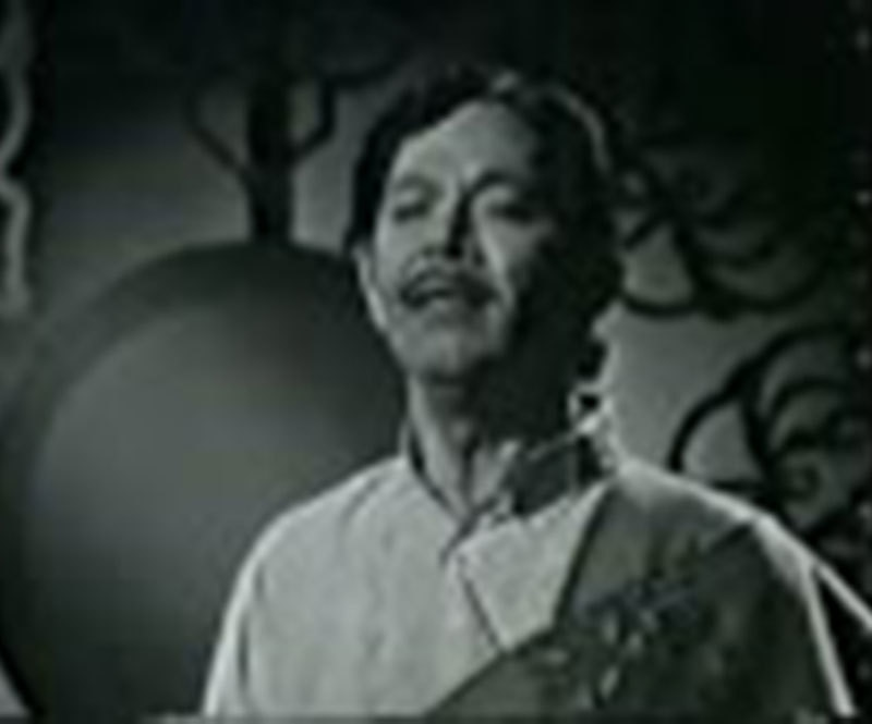 Mehdi Zaheer singing 'Hum Mustaphavi' on PTV (1974).