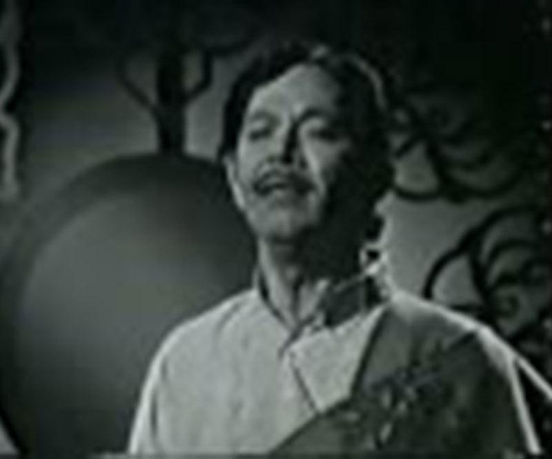 Mehdi Zaheer singing 'Hum Mustaphavi' on PTV (1974).