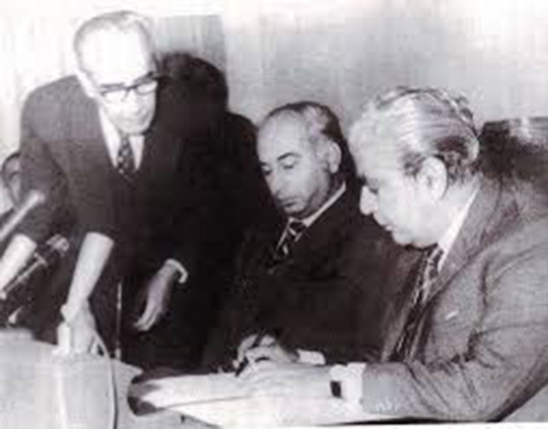 December 1971: Facing a revolt from a group of military officers, Yahya hands over power to Bhutto whose party had won a majority in West Pakistan in the 1970 election.