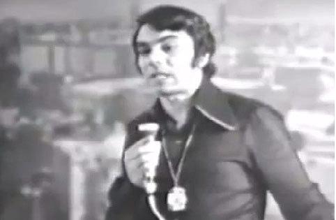 Zia Mohiuddin (1971): Flashy.