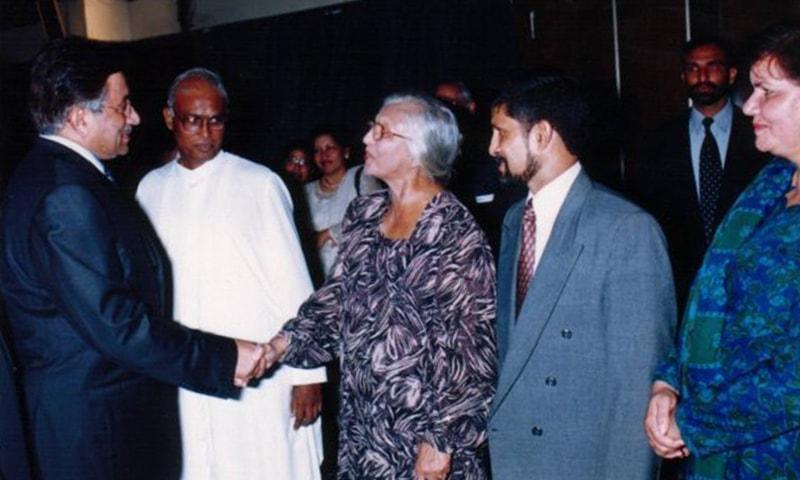 Mrs Henderson meeting ex-president Pervez Musharraf. -Photo coutresy: Facebook