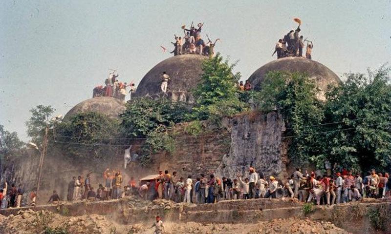 تاریخی بابری مسجد کو ہندو انتہا پسندوں نے 1992 میں شہید کردیا تھا—فائل فوٹو:دی ہندو