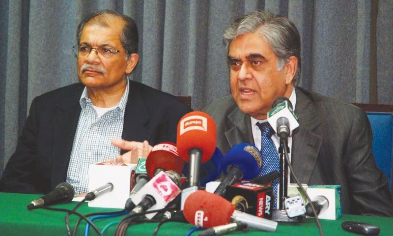 PIA chairman Nasser Jaffer addressing a press conference on Sunday.—PPI