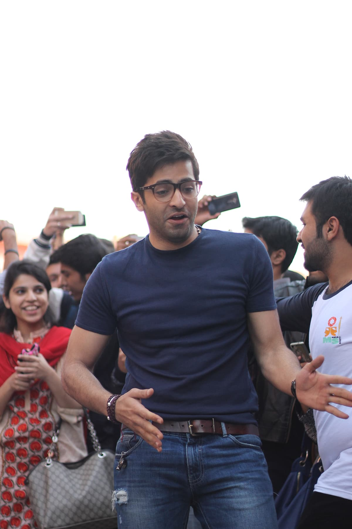 Sheheryar Munawar dances to Shakar Wandaan Ray. — Photo by Saad Arfin
