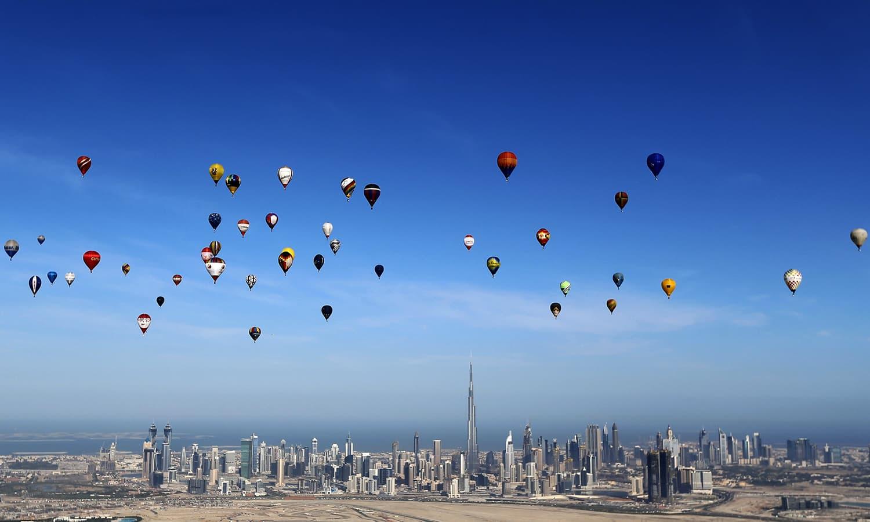 Aerobatics abound adrenaline pumps at dubai world air for Air balloon games