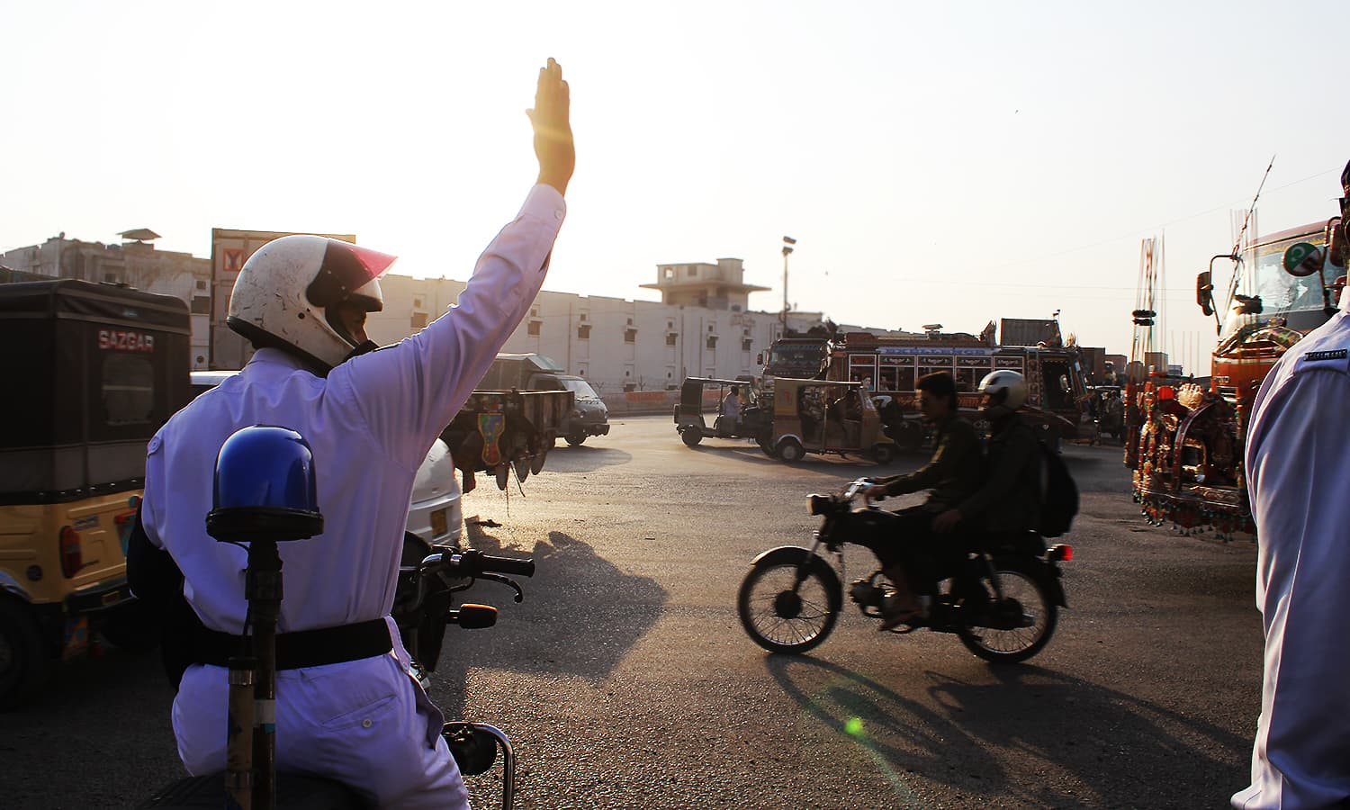 The life of a Karachi traffic warden: Not just 'chai paani' and 'rishwat'