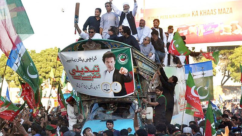PTI chief, Imran Khan, and JI chief, Sirajul Haq, lead a rally in Karachi for the 2015 local bodies' election here. Both parties were, however, routed in the election.