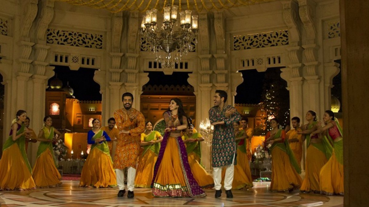 From L-R: Sheheryar, Mahira and Adeel shake it to Shakar Wandaan —Photo courtesy: Ho Mann Jahaan Official Facebook page