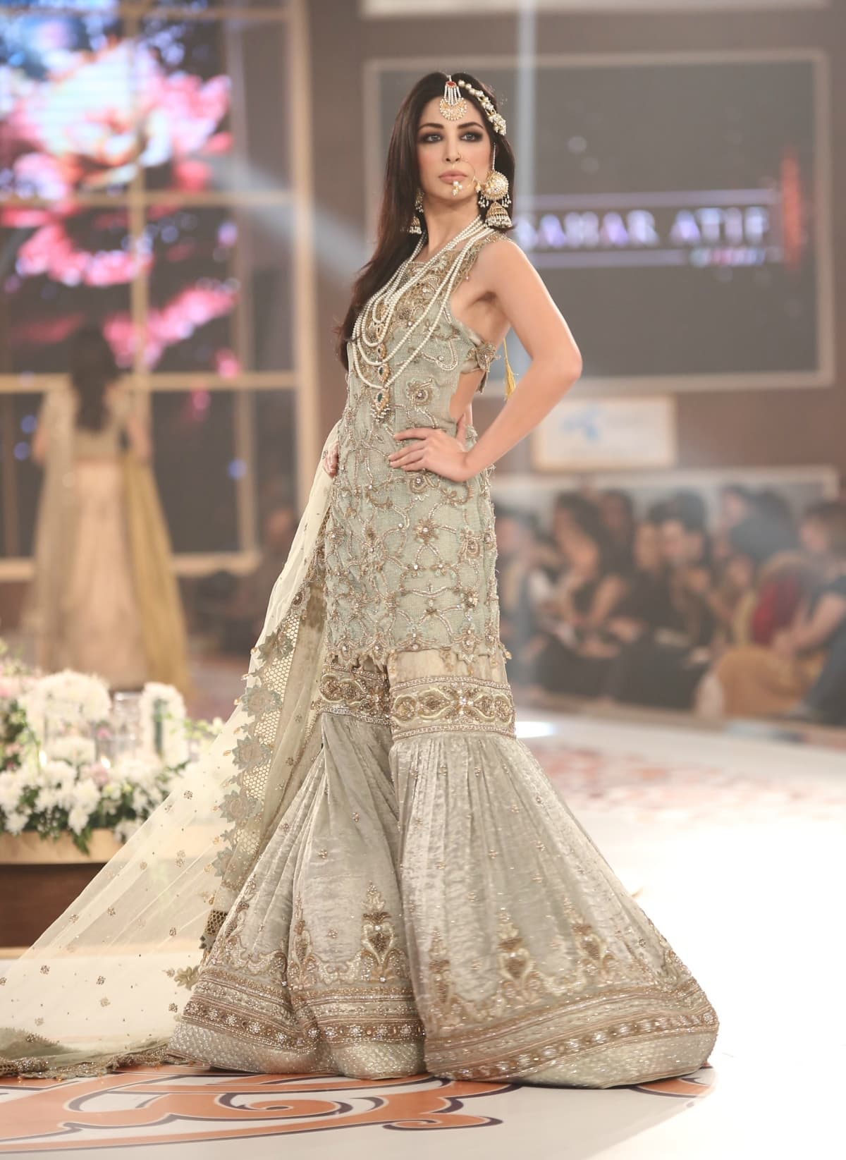 Bridal Couture Week Mehndi Dresses : The bride s guide to winter weddings as told through