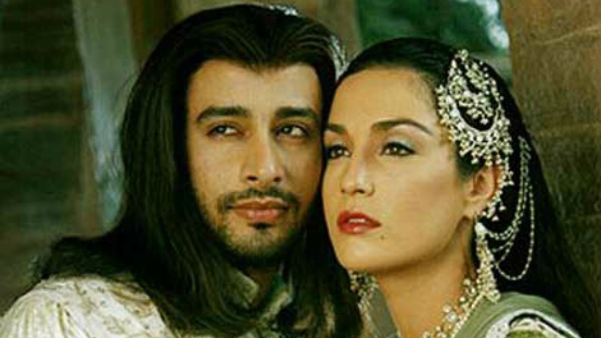 Jehan with actor Zulfi Syed in Taj Mahal —Photo courtesy: www.funonthenet.in