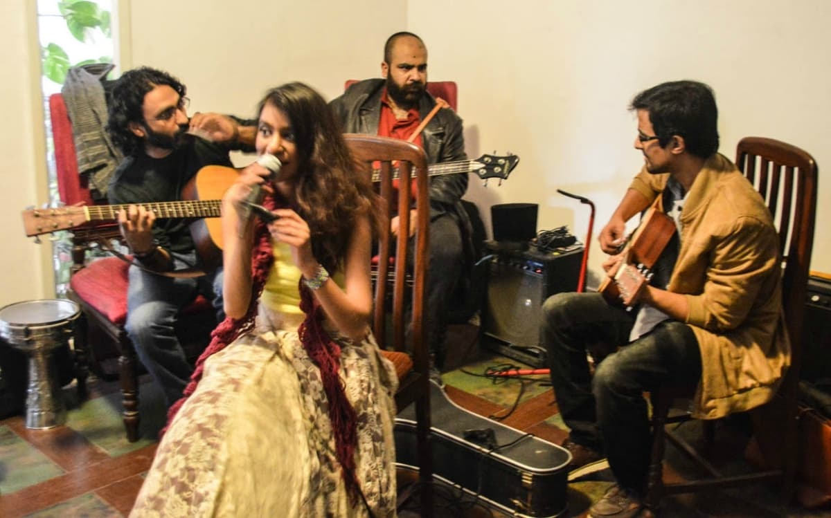 Natasha's band consists of her on vocals and guitar, Ali Junejo on percussions, Ali Suhail also on guitar and ukulele and Rahail Siddiqui on bass – Photo by the author