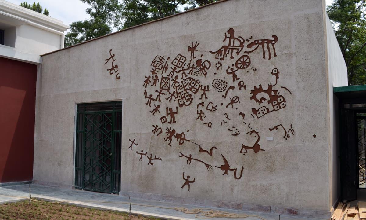Murad Khan's replica of a rock shelter painting on a wall of the Swat Museum in Saidu Sharif | Fazal Khaliq