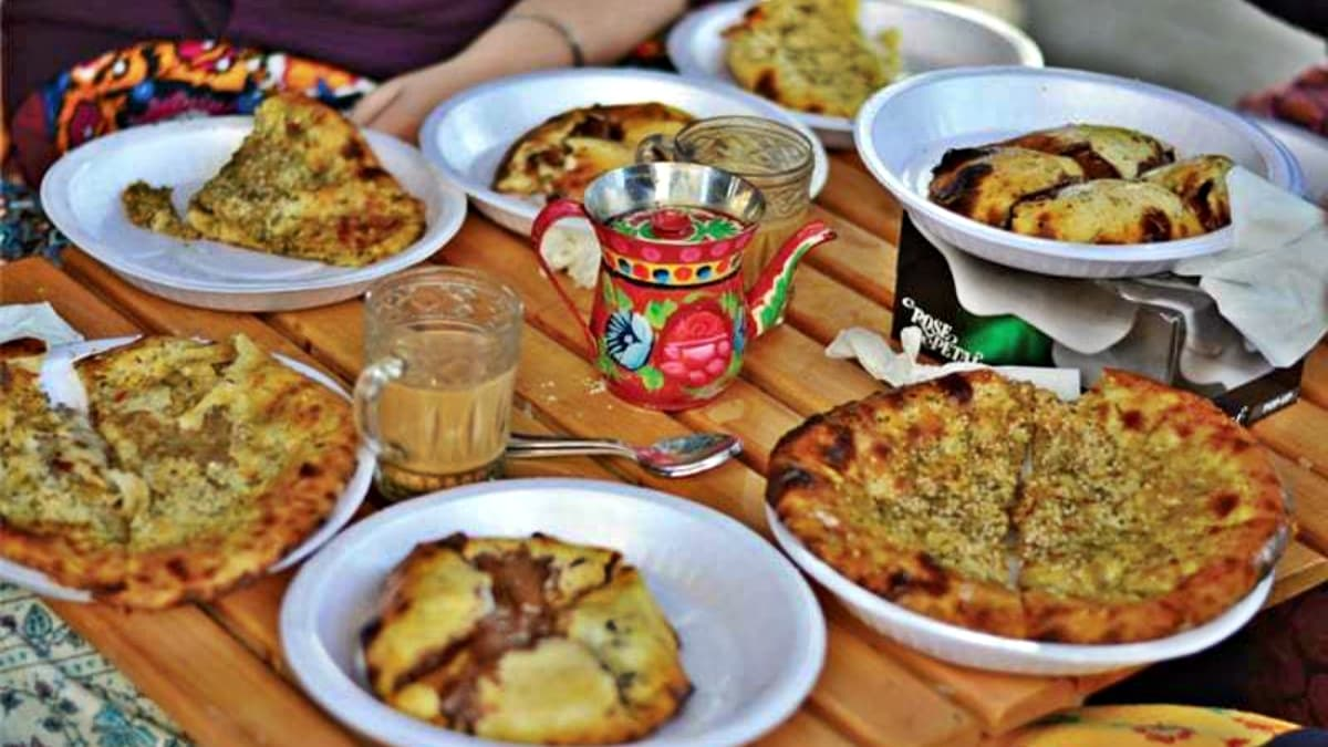 Move over, parathas! Naan is the hot new desi breakfast in town