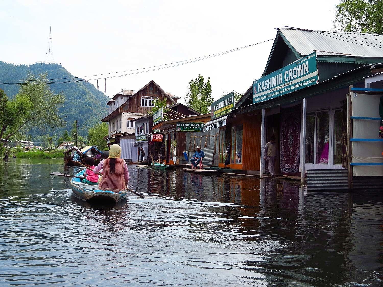 Life on Dal Lake, Srinagar.