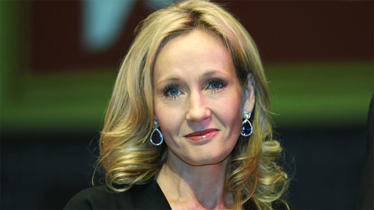 j k rowling hits back at readers who burned their harry potter j k rowling defends casting of black hermione in new play