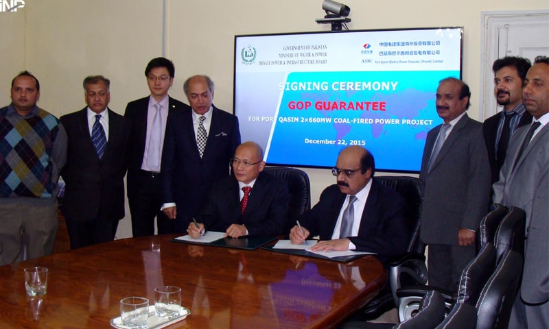 ISLAMABAD: The managing director of the PPIB and CEO of Port Qasim Electric Power Company sign financial closure documents of the 1,320MW project.—INP