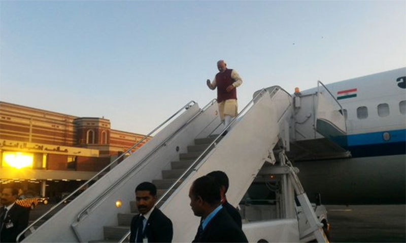 Indian PM Modi arrives at Lahore's Allama Iqbal International Airport.─Photo: Indian MEA