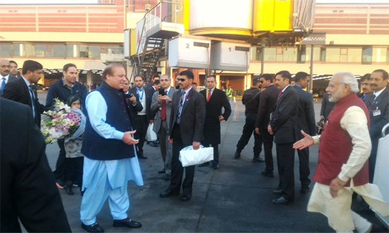 PM Nawaz receiving Indian PM Modi on his arrival.─ Photo: Indian MEA